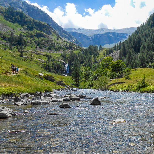 Rivière dans la vallée