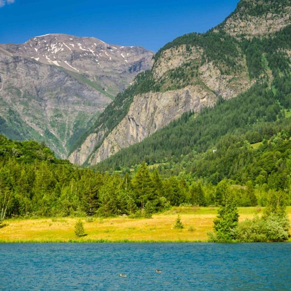 Lac d'altitude dans la vallée